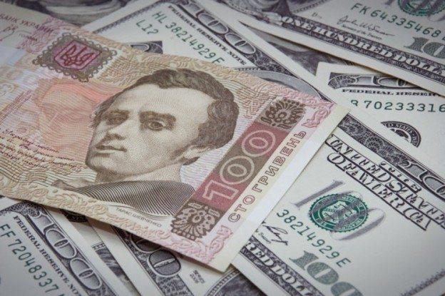 Курс гривны в Украине постепенно растет из-за налогов